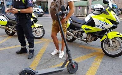 La Policía Local de Murcia recuerda que los patinetes eléctricos deben circular por los carriles bici