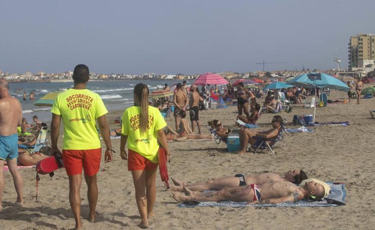 252 socorristas vigilan 76 playas de la Región
