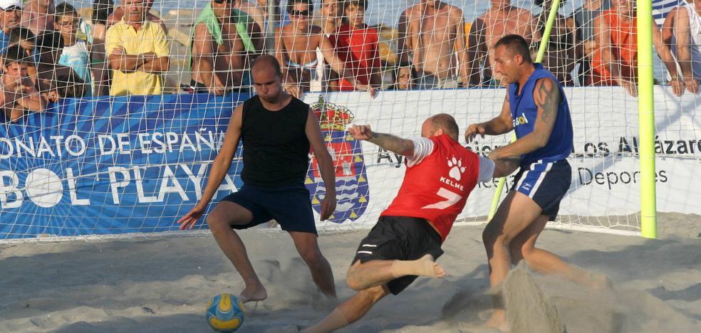 El alcalde de Los Alcázares cancela el campeonato de fútbol playa «al no existir un contrato legal»
