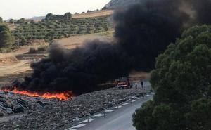 Extinguido el incendio en una planta de reciclaje de Cehegín