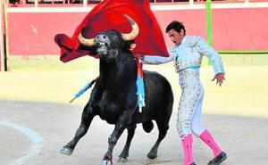 Fran Ferrer y El Galo salen a hombros en la novillada de Blanca