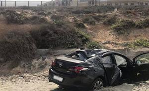 Dos heridos al caer con el coche a una playa en La Manga