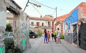 Los vecinos del Cabezo de la Fuensantilla denuncian el «total abandono» del barrio