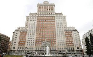 RIU abre el hotel Plaza España tras su disputa con Trinitario Casanova
