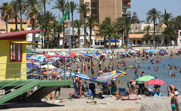 Playas llenas en Santiago de la Ribera y Lo Pagán