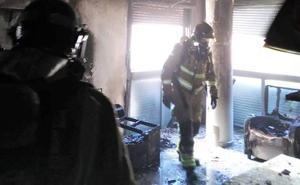 Sofocan el incendio de un piso en el barrio de La Viña de Lorca