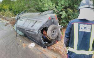 Herida una joven tras volcar con su vehículo en Cieza