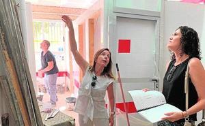 Reparan el techo de aulas con goteras en el colegio de Llano de Brujas