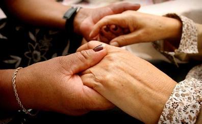 Dos mil murcianos ya cotizan de nuevo por el cuidado de sus familiares dependientes
