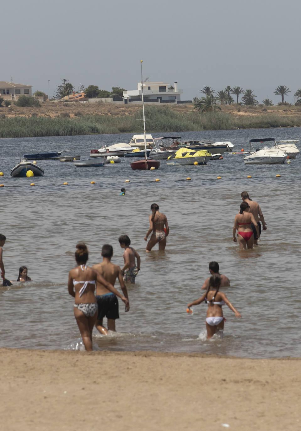 Un millar de barcos siguen fondeados de manera ilegal en el Mar Menor