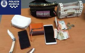 Detenidos dos jóvenes por atracar a punta de cuchillo a dos mujeres en Murcia