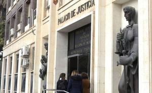 Trabajos comunitarios y pena de cárcel para dos miembros de una pareja que se pelearon a golpes y arañazos