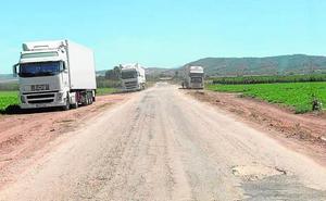 Vecinos de Yecla y ecologistas piden controlar el paso de camiones por vías rurales