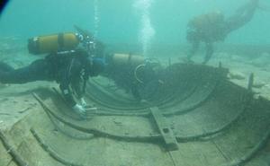 Los arqueólogos examinarán el barco fenicio de Mazarrón durante 15 días para comprobar si corre peligro