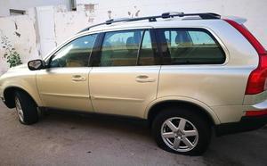 Vecinos de Cabo de Palos se despiertan con las ruedas de sus coches pinchadas