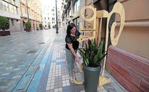 Tiendas de Plaza Castellini y de la calle Honda exigen quitar los maceteros
