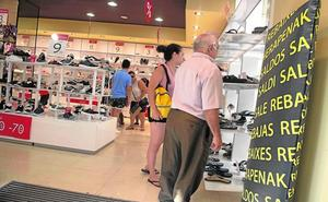 La recuperación del cliente local aumenta las ventas del comercio un 8% este verano