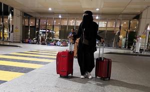 Las mujeres sauditas ya pueden salir del país sin el permiso de un hombre