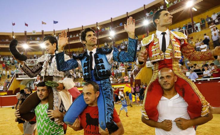 Puerta grande para Cayetano, Ureña y López Simón en Cieza