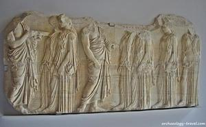 Grecia pide en préstamo a Francia el trozo de friso del Partenón que atesora el Louvre