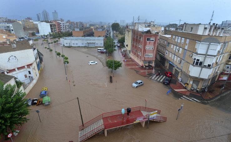 Así baja la rambla de Espinardo tras las lluvias en Murcia