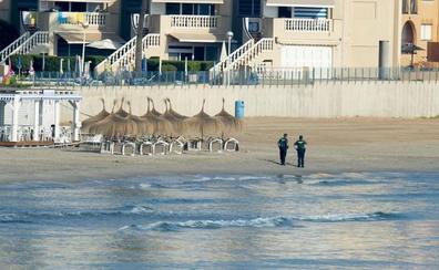 Abiertas al baño todas las playas de La Manga, excepto 100 metros de costa frente al cazaminas 'Turia'