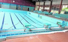 Revisan la piscina municipal de Alcantarilla antes de que comiencen los cursos de natación