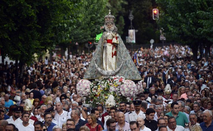 La Feria de Murcia levanta el telón con la llegada de la Fuensanta