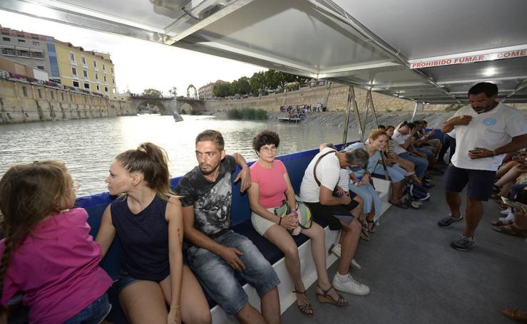 En barco, gratis, desde La Fica hasta El Malecón