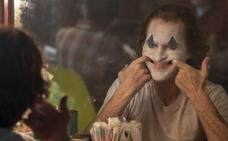 El 'Joker' de Joaquin Phoenix sonríe con el León de Oro de Venecia