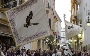 El Paso Blanco de Lorca encuentra la bandera de la cofradía del año 1886 en un desván