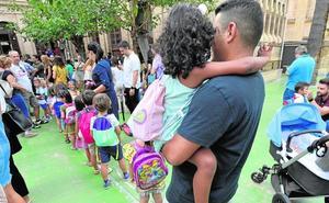 Vuelta al cole entre quejas por el retraso en la adjudicación de decenas de plazas de maestro