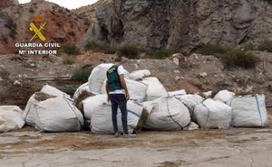 Investigan a un hombre por sustraer nueve toneladas de romero en Lorca