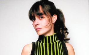 Paula Cánovas del Vas utiliza la realidad virtual para lanzar su tercera colección de moda