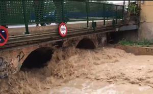 La rambla de Churra, desbordada a causa de la lluvia
