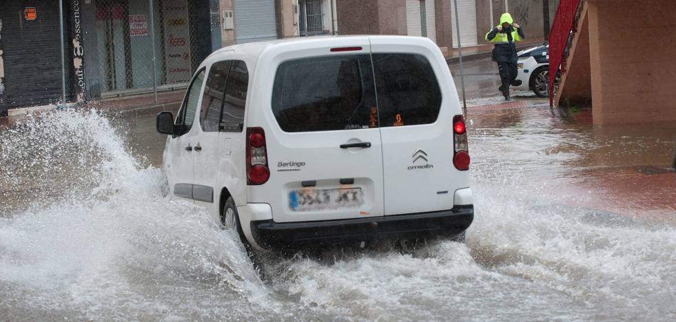 Aconsejan no coger el coche y extremar las precauciones