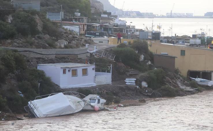 La Policía desaloja a 120 personas en Los Nietos y Villas Caravaning