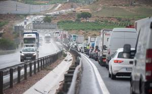 La autovía con Alicante se colapsa y atrapa a miles de conductores