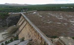 Evacúan El Siscar y La Matanza por el desagüe de la presa de Santomera