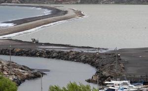 La rotura de un muro y un depósito causa un doble vertido minero en Portmán
