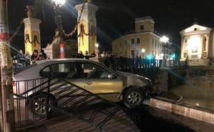 Detenido tras chocar contra el muro del río en Murcia con un coche robado y sin carné