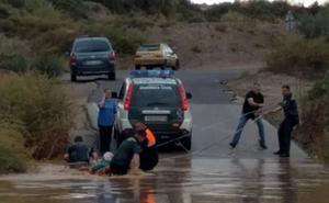 La Guardia Civil participa en el desalojo de unas 1.000 personas afectadas por el temporal