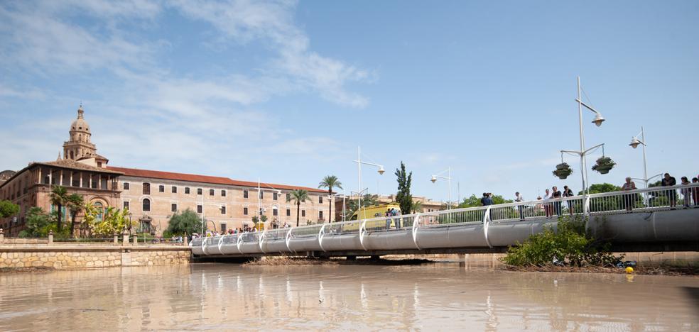 Murcia contiene el aliento ante el peligro de desbordamiento debido a las crecidas