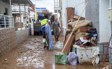 El lodo cubre Los Nietos y los vecinos sufren daños en casas, garajes y coches
