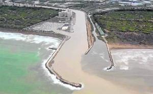 Vecinos de Guardamar denuncian que un espigón dificulta el desagüe del río