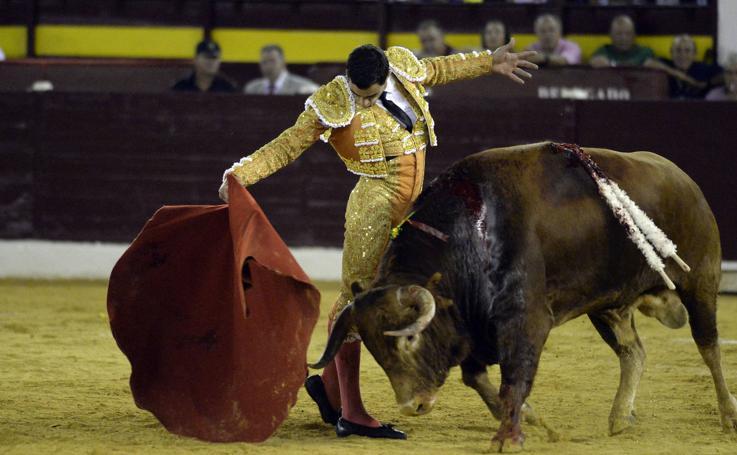 Morante destapa el tarro y Ureña se inventa un toro
