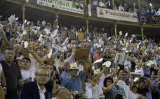 El público disfruta con la puerta grande de Ureña y Morante en Murcia