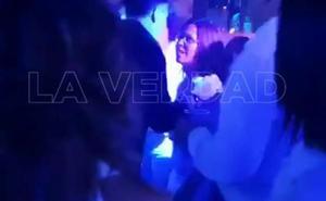 La alcaldesa de Cartagena se fue a una fiesta del concejal de Cultura en plena crisis por la gota fría