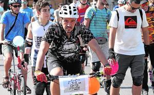 Talleres, rutas y una festiva 'bicifestación' para exigir un entorno urbano sin coches