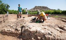 Descubierta una alberca del siglo XII en las excavaciones del Castillejo de Monteagudo